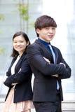 Portrait de sourire de jeune mâle asiatique et de cadre commercial féminin Photo libre de droits