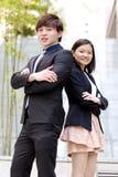Portrait de sourire de jeune mâle asiatique et de cadre commercial féminin Image stock