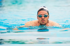 Portrait de sportif de natation Images stock