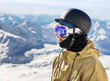 Portrait de station de sports d'hiver de snowboarderat Photo libre de droits