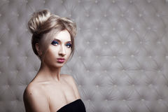 Portrait de studio d'un blond sexy photo libre de droits