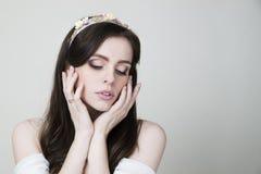 Portrait de studio d'une jeune belle jeune mariée Images libres de droits