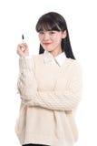 Portrait de studio de l'écriture asiatique de femme d'années '20 quelque chose avec un stylo Photo libre de droits