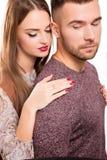 Portrait de studio de jeunes beaux couples dans l'amour images stock