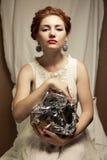 Portrait de style bohème de modèle comme une reine à la mode de gingembre Images stock