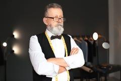 Portrait de tailleur mûr photographie stock libre de droits