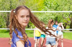 Portrait de tourner la fille de l'adolescence pendant le volleyball Images stock