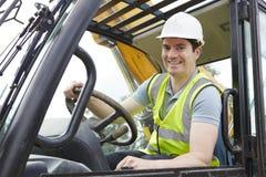 Portrait de travailleur de la construction Driving Digger photos stock