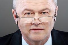 Portrait de vieil homme avec des verres Photo stock