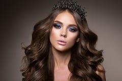 Portrait de visage de femme de beauté Beau Girl modèle avec la peau propre fraîche parfaite Photos libres de droits