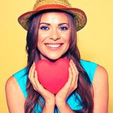 Portrait de visage de femme coeur modèle de rouge de participation Photo libre de droits