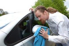 Portrait de voiture de lavage d'homme drôle Photos libres de droits