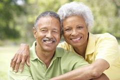Portrait der älteren Paare im Park Stockfoto
