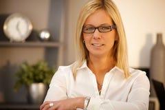 Portrait der überzeugten Geschäftsfrau Lizenzfreies Stockfoto