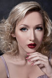 Portrait der blonden Frau Lizenzfreie Stockfotografie