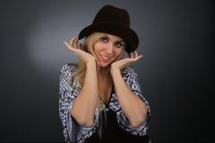 Portrait der Blondine in einem Hut Stockfotos