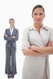 Portrait der ernsten Geschäftsfrauaufstellung Lizenzfreie Stockfotos