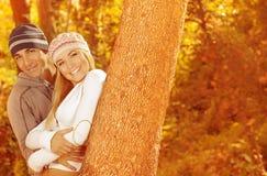 Portrait der Familie im Wald Stockbilder