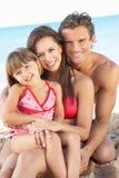 Portrait der Familie am Sommer-Strand-Feiertag Stockfoto