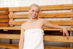 Portrait der Frau in der Sauna Stockbild