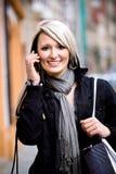 Portrait der Frau in der Stadt Stockbilder