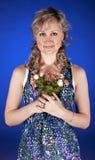 Portrait der Frau mit Blumen Stockfotos