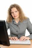 Portrait der Frau mit einem Computer. Lizenzfreies Stockfoto