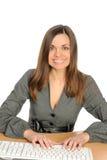 Portrait der Frau mit einem Computer. Stockfotografie