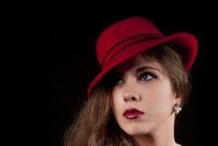 Portrait der Frau mit einem roten Hut Lizenzfreie Stockfotografie