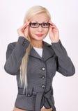 Portrait der Geschäftsfrau mit Gläsern Stockfotos