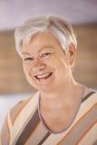 Portrait der glücklichen älteren Frau Lizenzfreie Stockbilder