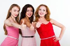 Portrait der glücklichen jungen Freunde Stockfoto