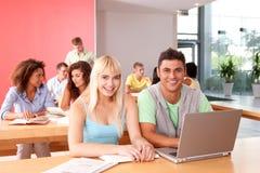 Portrait der glücklichen Studentengruppe Lizenzfreies Stockfoto
