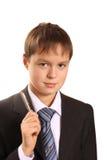 Portrait der Jugendlichjungen-Holdingfeder Stockbild