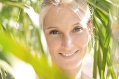 Portrait der jungen attraktiven Frau Stockfotos