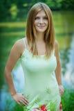 Portrait der jungen attraktiven Frau lizenzfreies stockbild