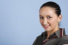 Portrait der jungen überzeugten Frau Lizenzfreies Stockfoto