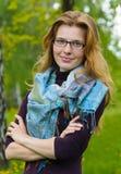 Portrait der jungen ernsten Frau Lizenzfreies Stockfoto