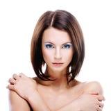 Portrait der jungen ernsthaften Frau Stockfotos