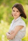 Portrait der jungen ernsthaften Frau Lizenzfreies Stockfoto
