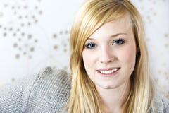 Portrait der jungen Frau stockfotografie