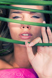 Portrait der jungen Frau im Freien Lizenzfreie Stockfotos