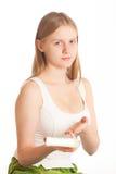 Portrait der jungen Frau mit desodorierendem Mittel Stockfotografie
