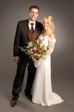Portrait der jungen glücklichen Jungvermählten lizenzfreie stockbilder