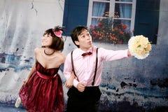 Portrait der jungen glücklichen Paare in der reizenden Tätigkeit Lizenzfreies Stockfoto