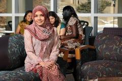 Portrait der jungen moslemischen Frau lizenzfreies stockbild