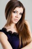 Portrait der jungen reizvollen Frau Lizenzfreie Stockbilder