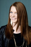 Portrait der jungen schönen Frau Stockfotografie