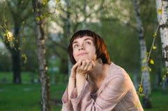 Portrait der jungen schönen Frau stockfoto