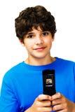 Portrait der Jungen-Versenden von SMS-Nachrichten Stockbild